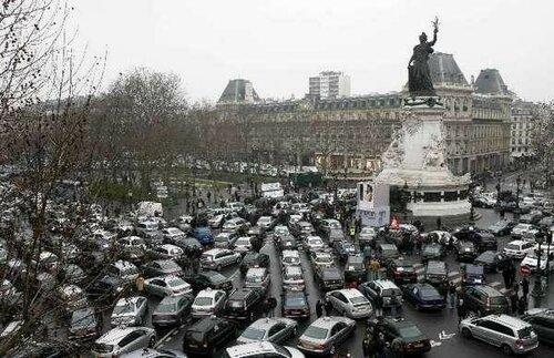 Бастующие таксисты Франции столкнулись с полицией