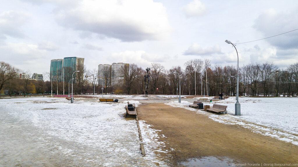 Москва. Аллея имени Алисы Селезневой