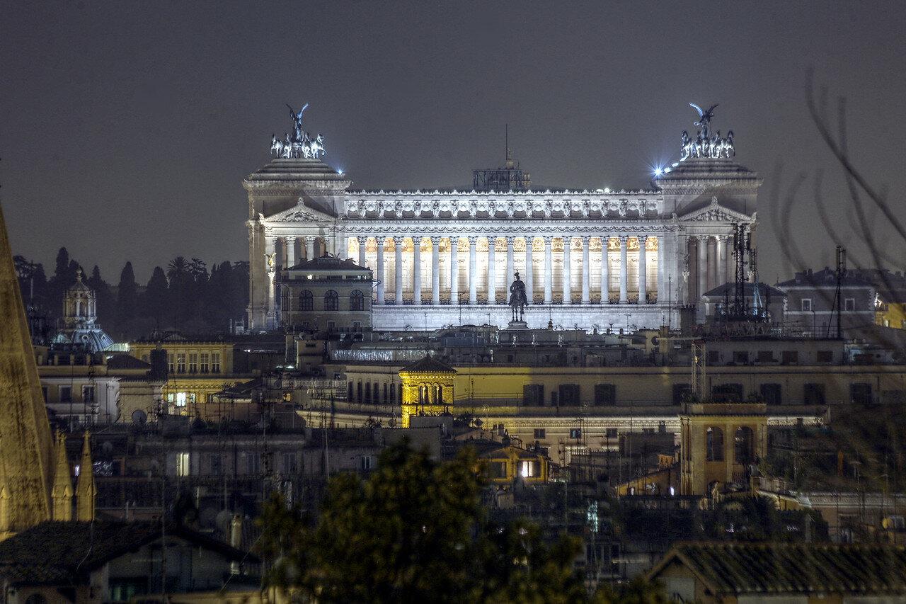 Ночной рим. Монумент Виктора Иммануила II