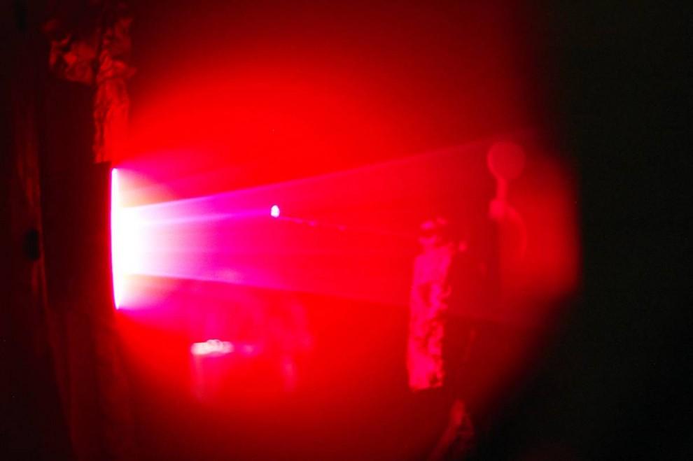9. На этом изображении, сделанном Дэном Левом, виден ускоритель литиевой силы Лоренца в одном из нед