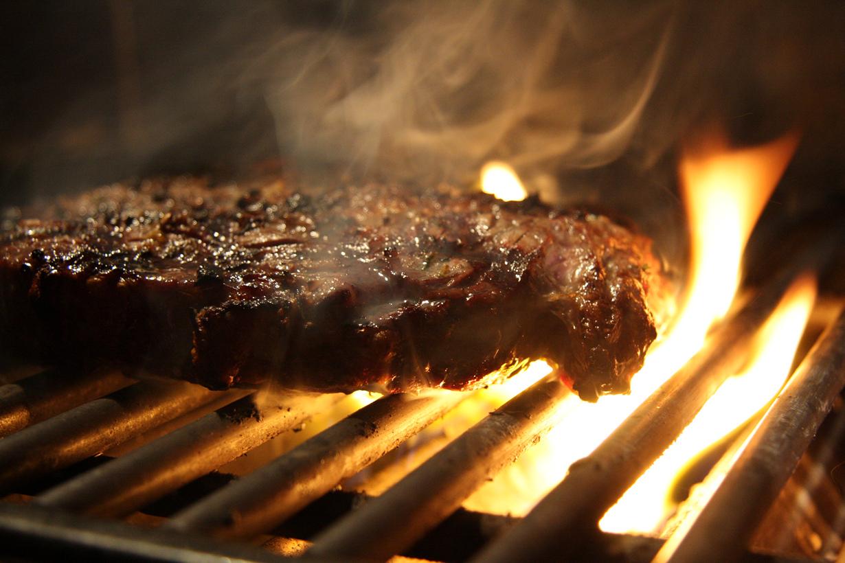 Независимо от того какая температура на улице, исландцы жарят барбекю. Гриль здесь не прячут в ч