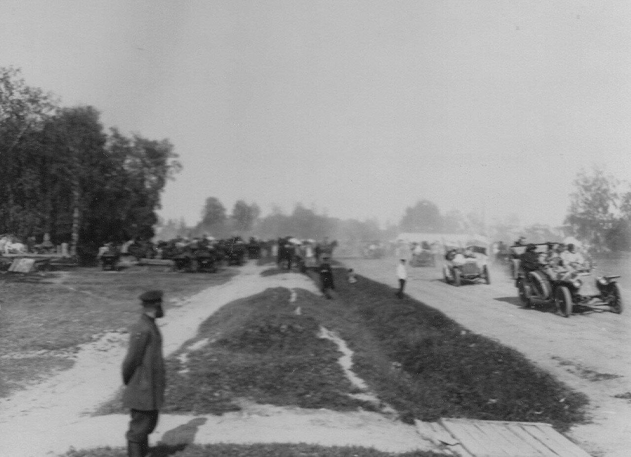 26. Встреча участников пробега на промежуточной станции (общий план)