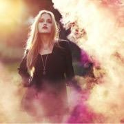 Девушка в дыму