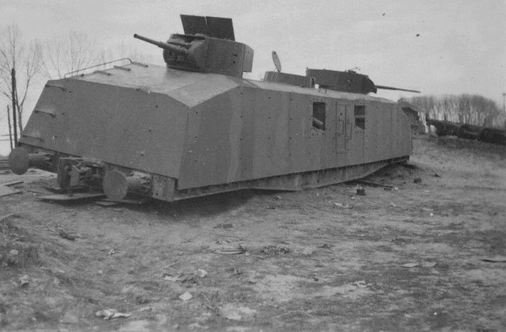 Брошенный советский броневагон с башнями от танка БТ.