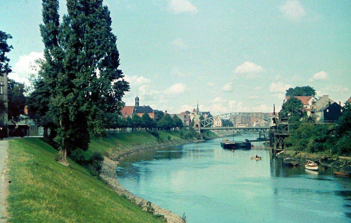 1939 Bremen Kleine Weser by Friedrich Sorger.jpg