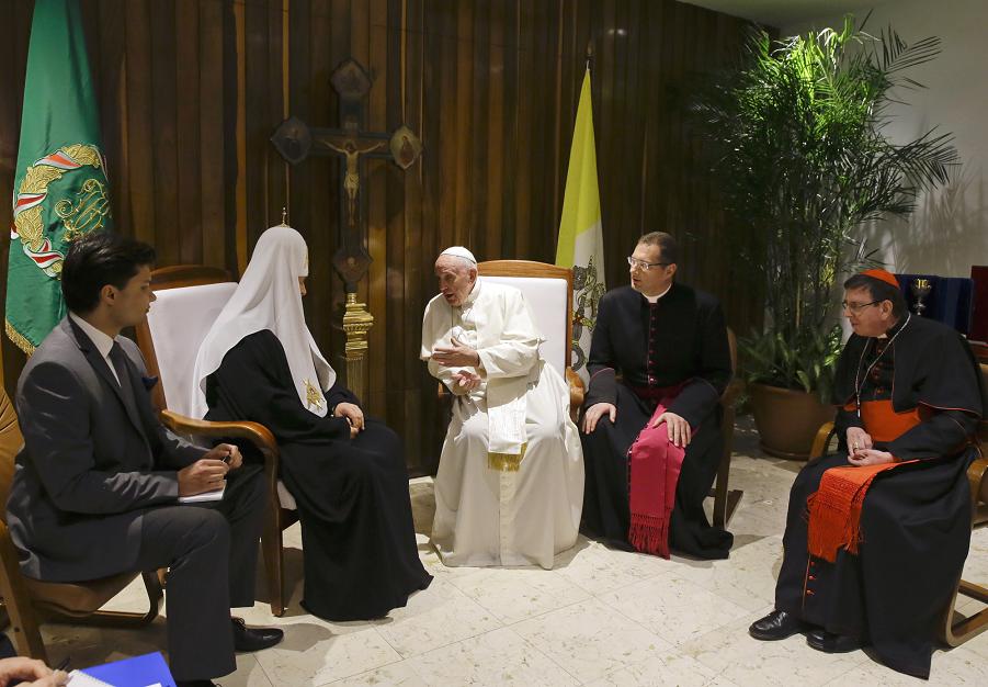 Встреча папы Франциска и патриарха Кирилла на Кубе в аэропорту Гаваны 12.02.16.png