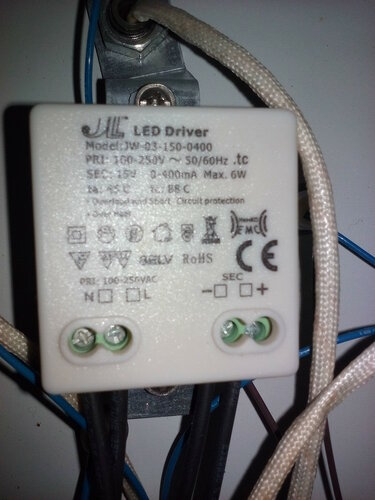 Вызов электрика в квартиру из-за неисправности люстры с дистанционным управлением и отказа встроенного потолочного светильника