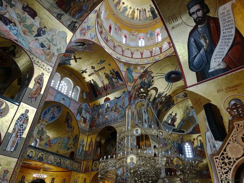 В храме Воскресения Христова. Черногория