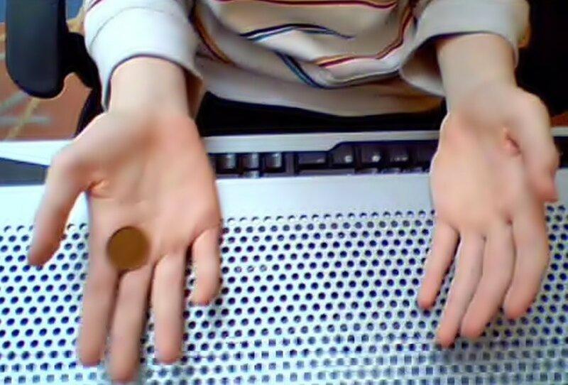 Прыгающая монета: трюки и фокусы за столом