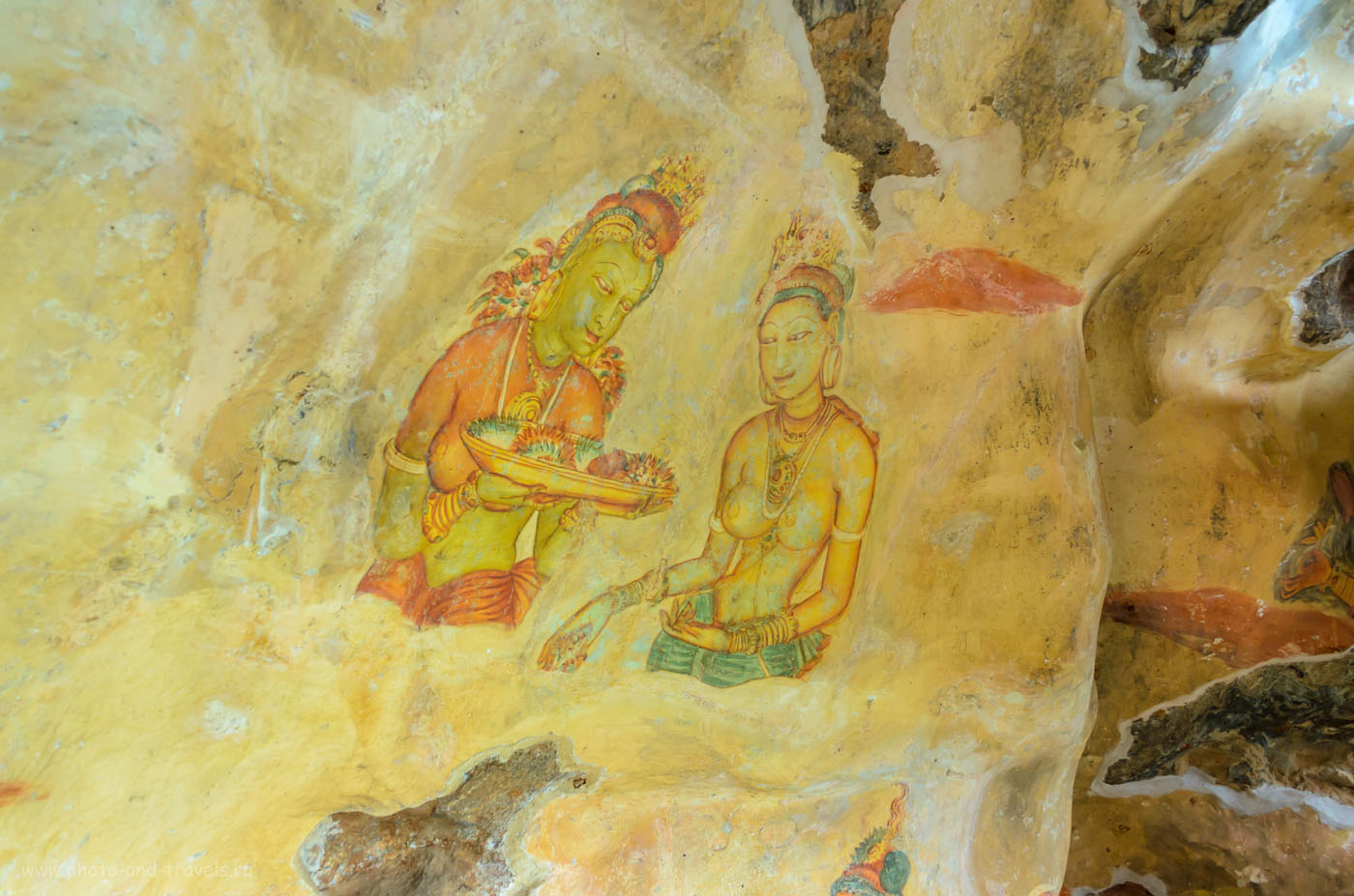 Фото 10. На стенах Львиной скалы можно увидеть древние фрески. Как мы взяли в аренду машину и поехали смотреть Сигирию. Отзывы туристов о самостоятельном отдыхе на Шри-Ланке.