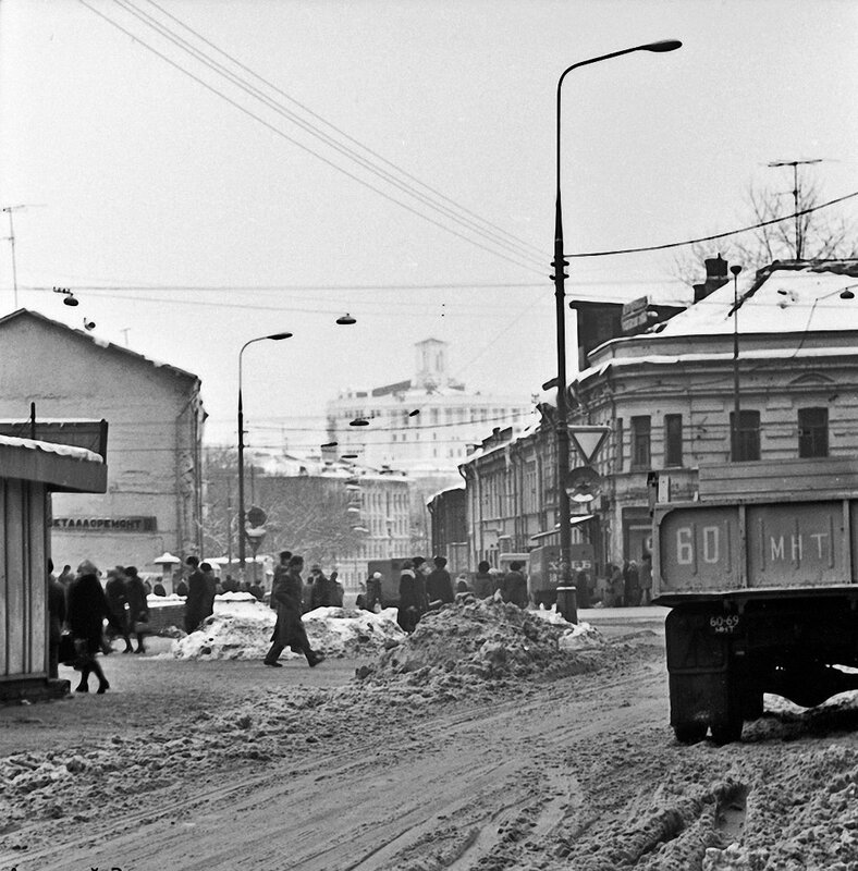 47595 Вид на начало Селезнёвской улицы А.Зилов 1980.jpg