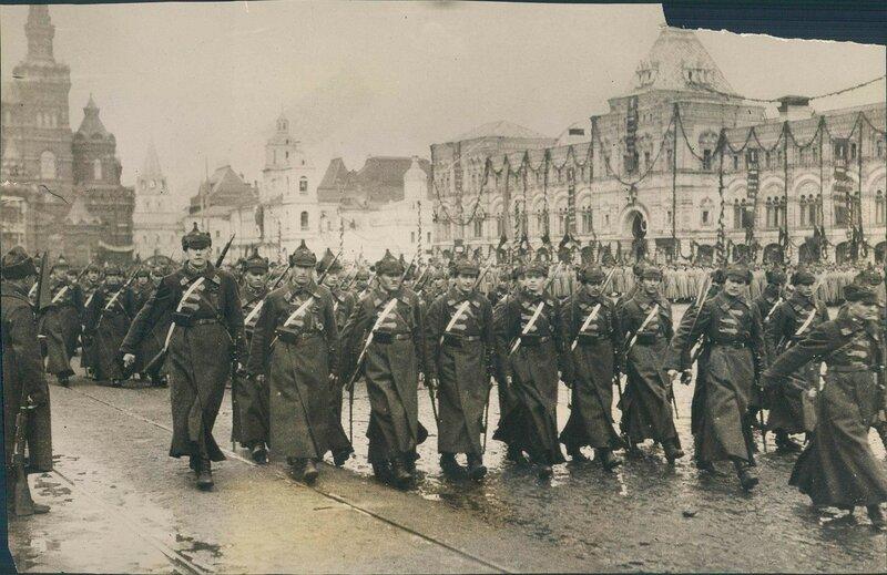384810 Военный парад на Красной площади 1919—1923.jpg