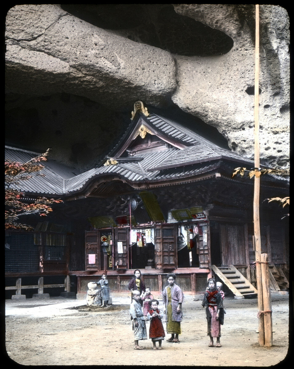 Уцуномия. Кумирня богини Кванон в пещере Оя
