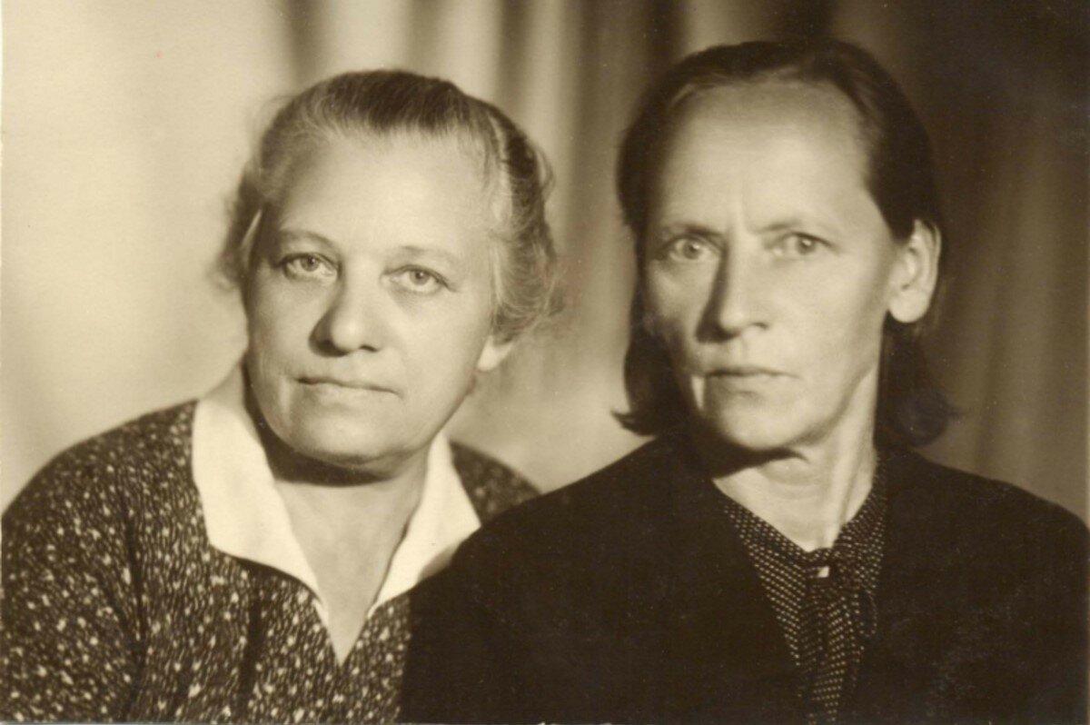 53. Подруги и соседки по квартире на улице 1-ой Дубровской.
