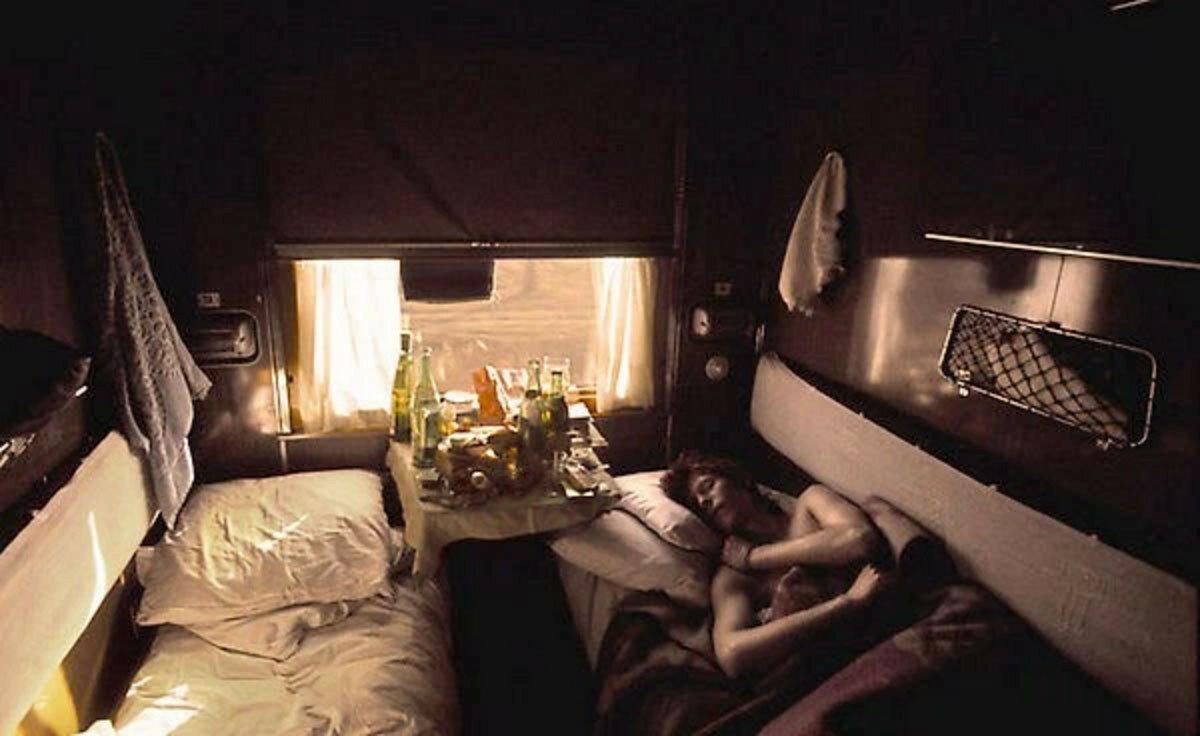 1973. Дэвид Боуи в своем купе во время путешествия по Транссибу