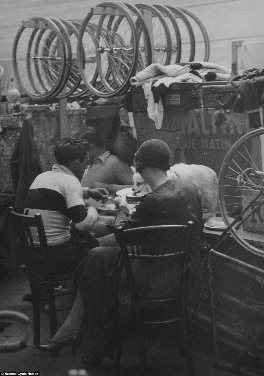 1932. Обед на велодроме