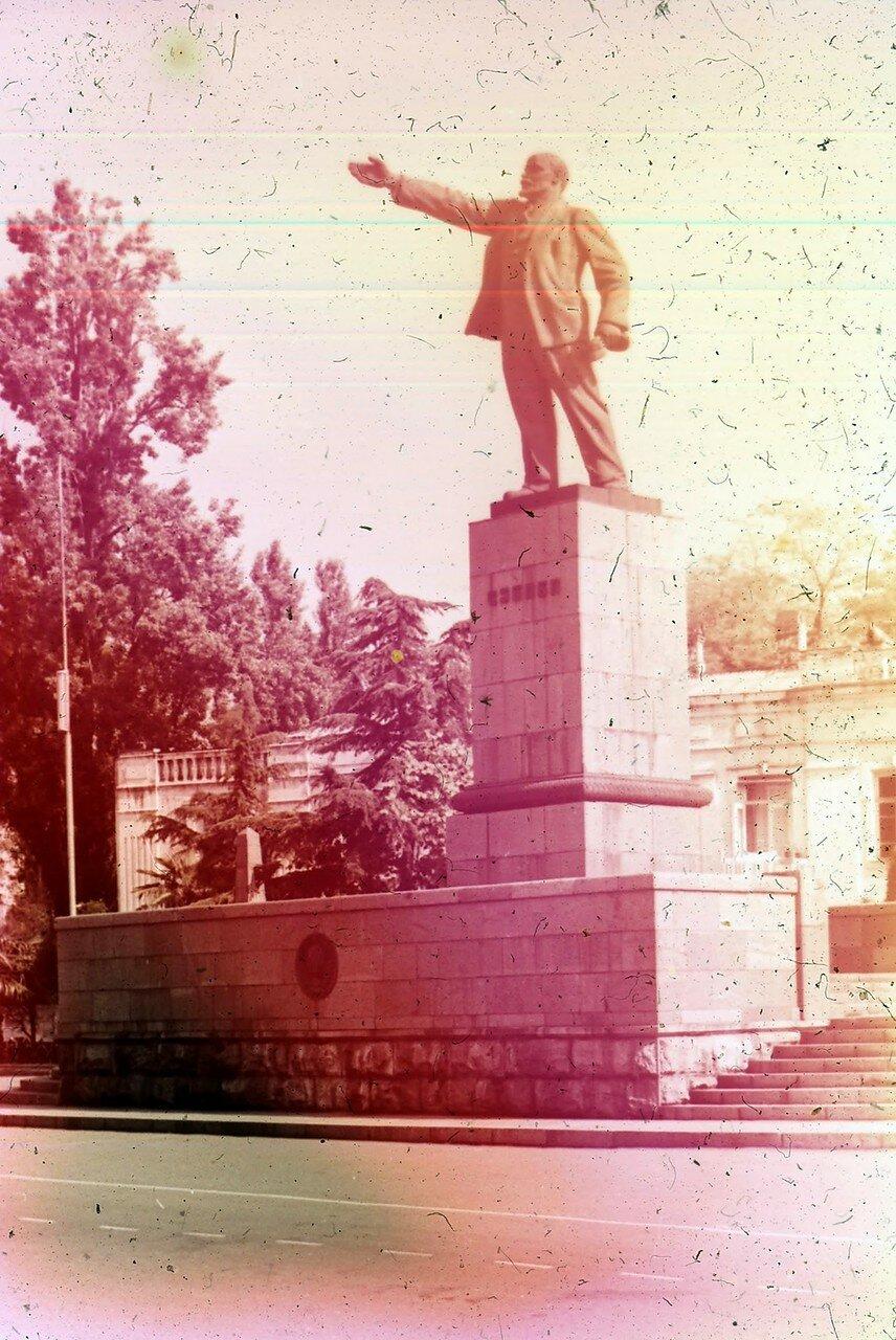 Батуми. Памятник Ленину