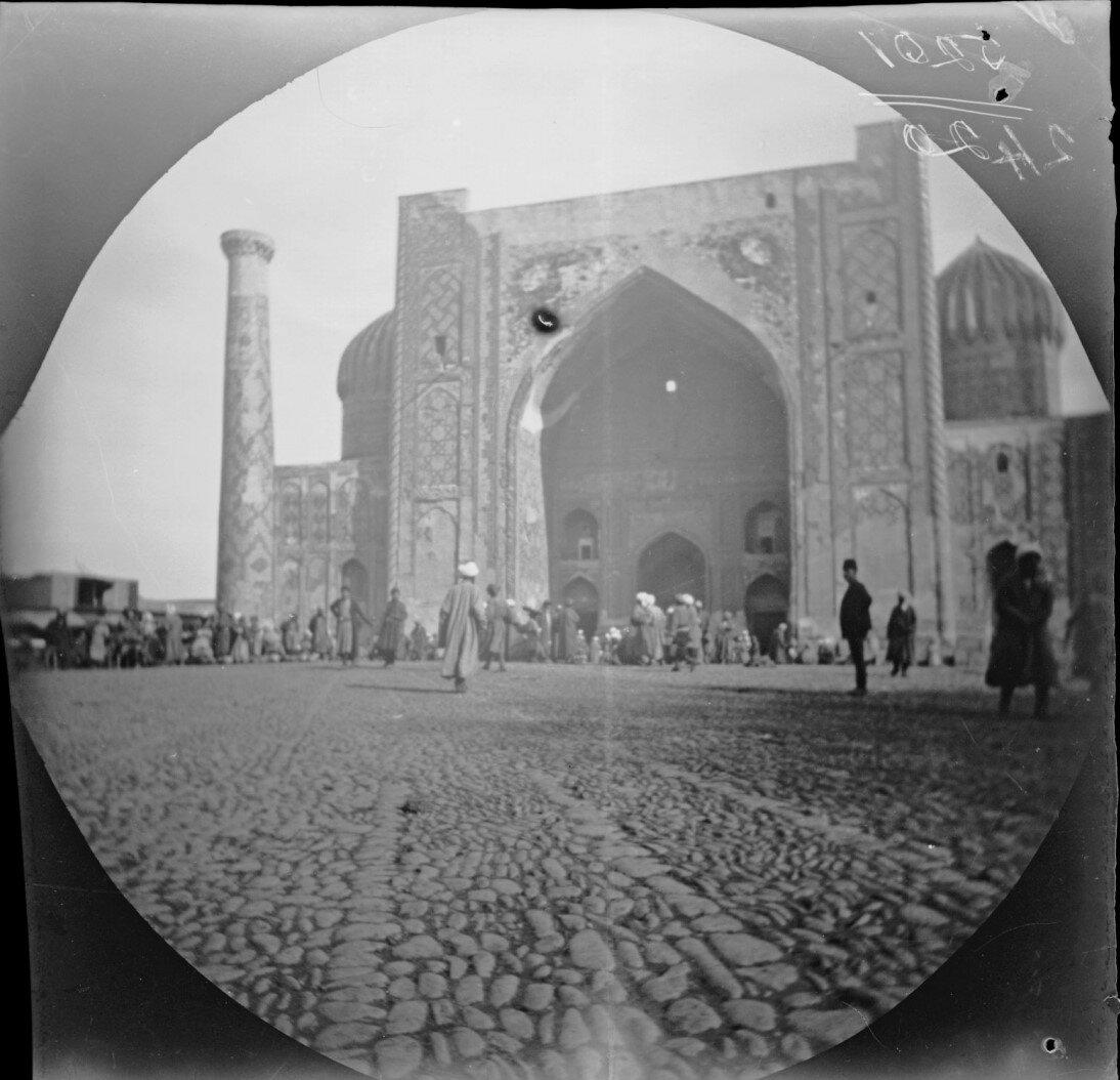 14 ноября. Самарканд. Медресе Шердор на площади Регистана