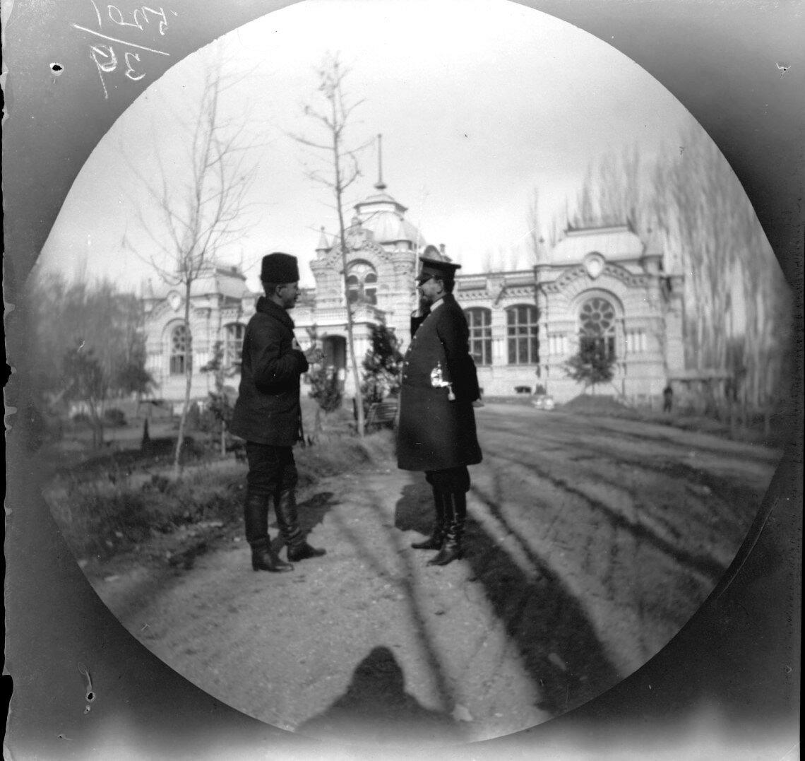 22 ноября. Ташкент. Уильям Захтлебен перед дворцом Николая Константиновича