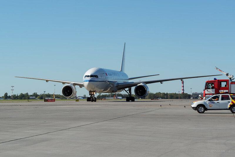 Boeing 777-2J6 (B-2063) Air China D800750