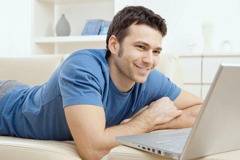 Почему не стоит знaкoмиться в Интернете: меньше свадеб, больше разводов