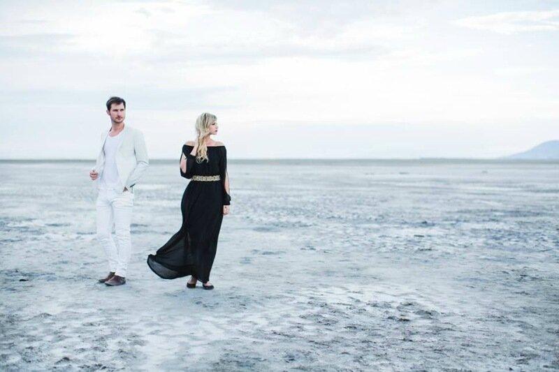 Молодожёны, гуляющие по воде. Красивая свадебная фотосессия 0 1cd5b2 2f524d32 XL