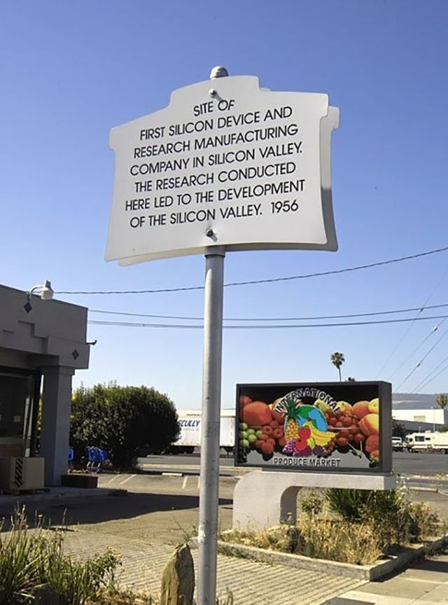 К сожалению, первый офис Shockley Semiconductor Labs позже был переделан в плодоовощную базу, а зате