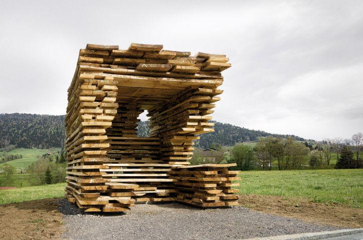 Остановка была спроектирована испанскими архитекторами Антоном Гарсией-Абрилем и Деборой Меса. Конст