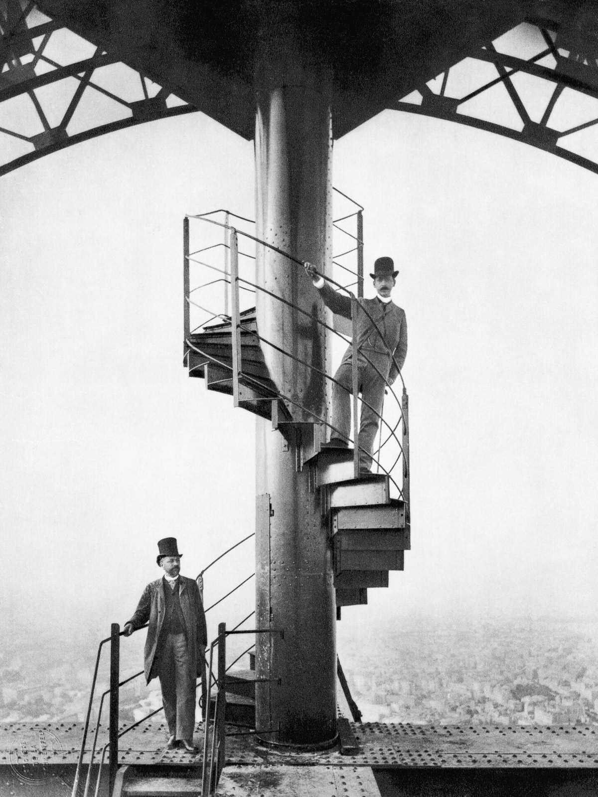 Этапы строительства Эйфелефой башни.