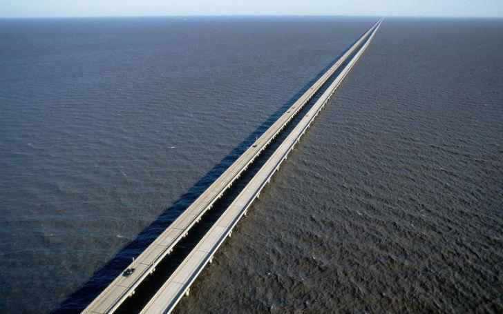 И вот когда такому историческому во всех смыслах мосту бросает вызов другая страна, неудивительно, ч