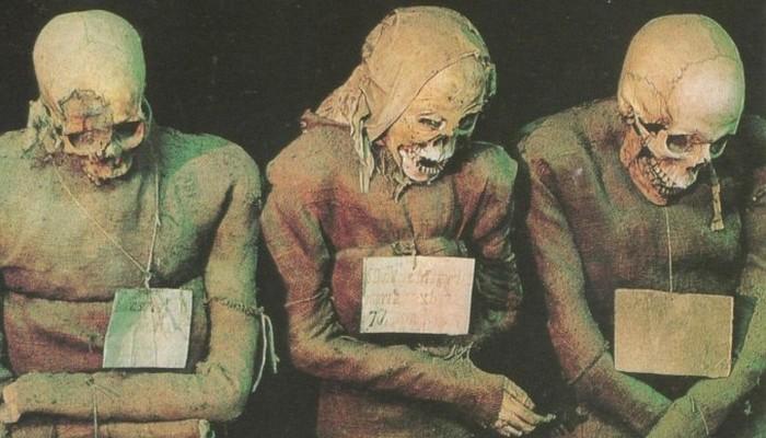 Позднее катакомбы стали своеобразным символом статуса — считалось престижным быть погребенным в ката