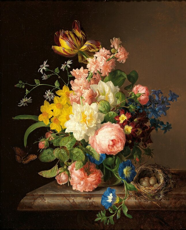 Букет цветов в вазе с птичьим гнездом и бабочкой