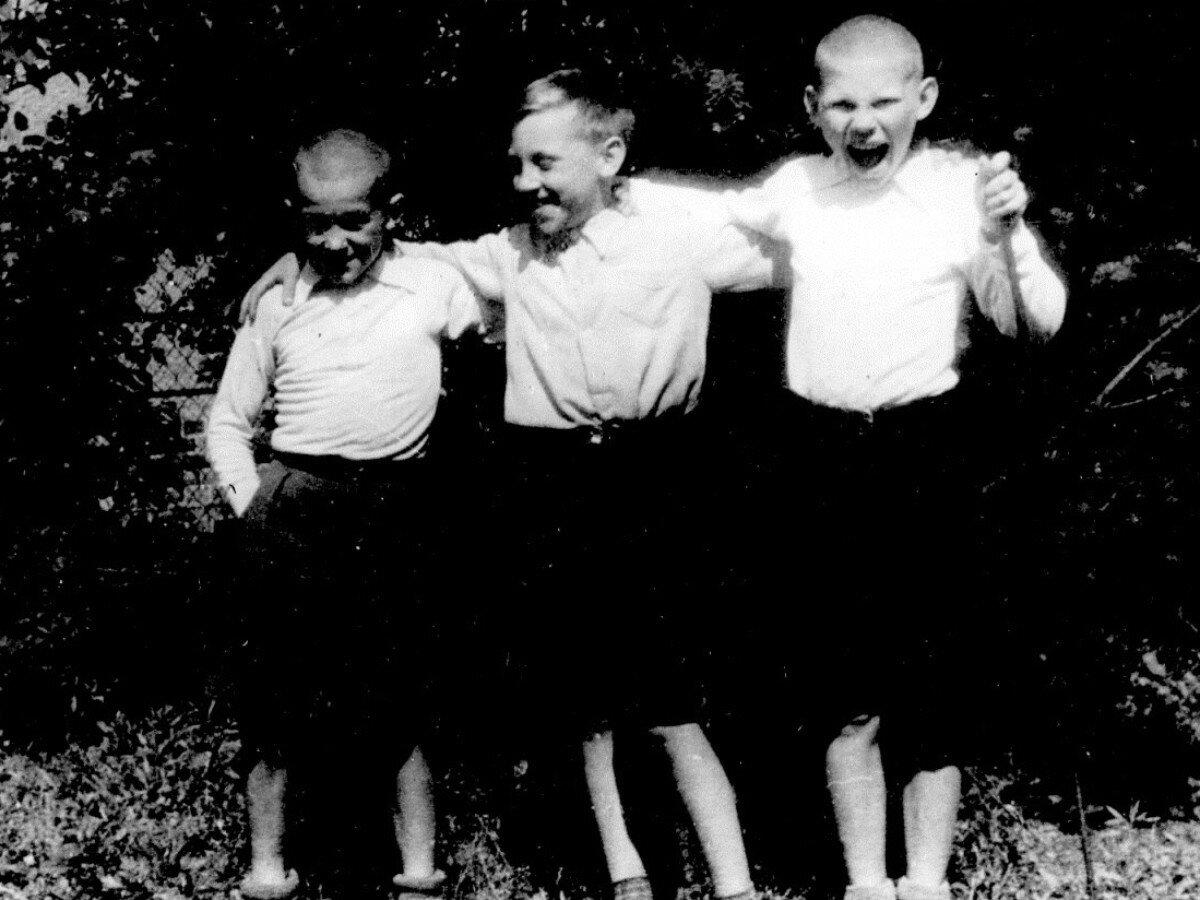 1948. Володя Высоцкий с друзьями в Бад-Эльстер, Германия