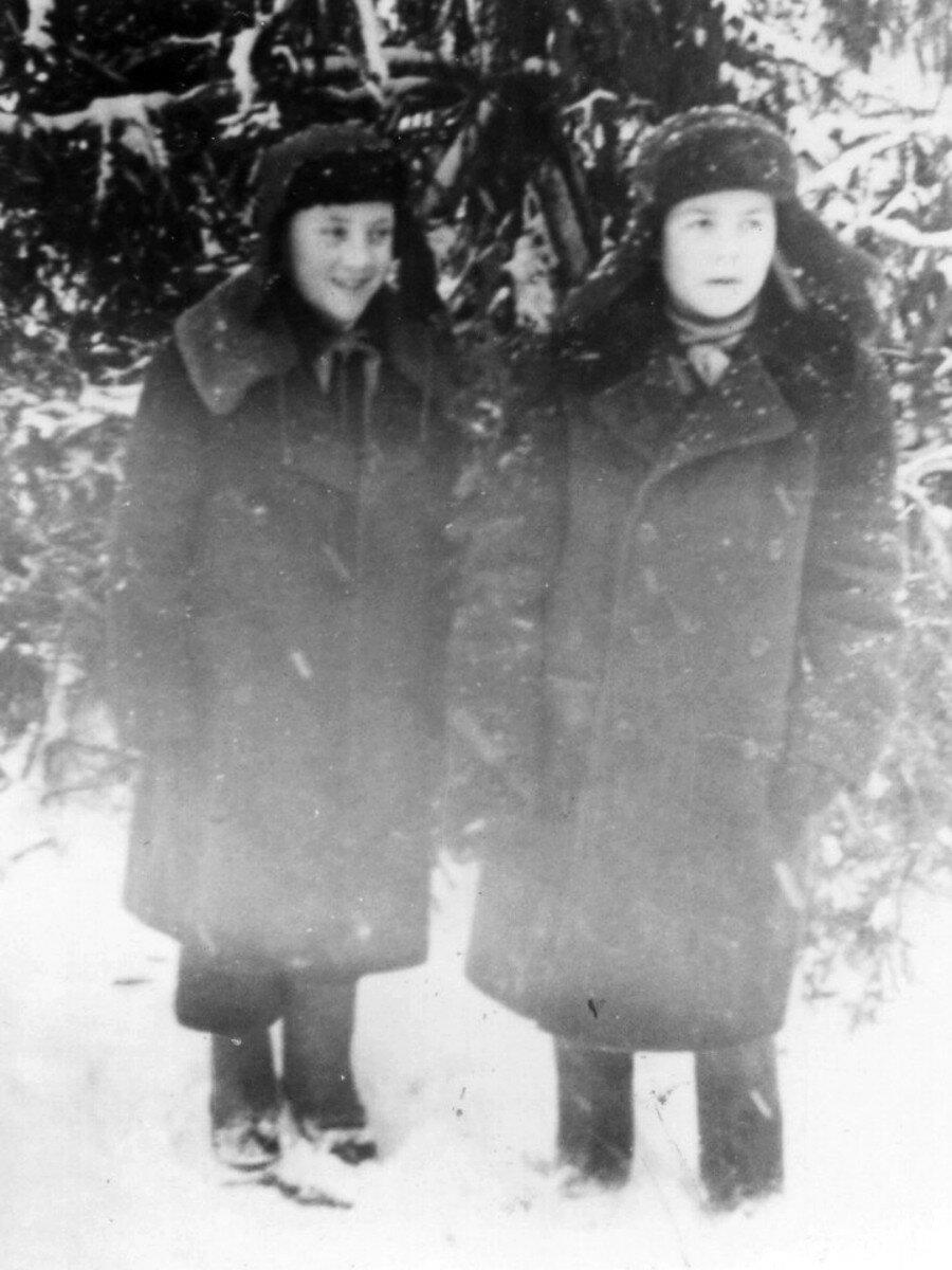 1950. Володя Высоцкий с другом в лагере «Машиностроитель» в г.Покров, Владимирской области