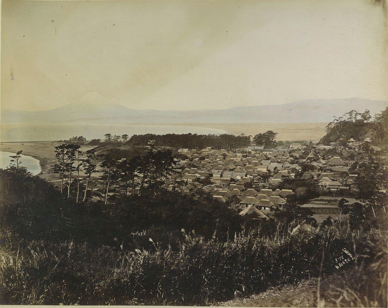 Хаяши. Горы на заднем плане