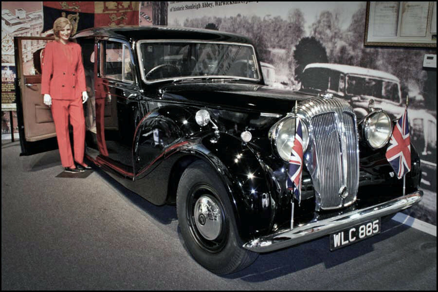 1948 Daimler DE-36 Limousine Used by the Royal Family of Great Britain.jpg