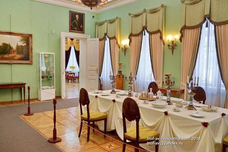Музей в здании дворца усадьбы Вяземы