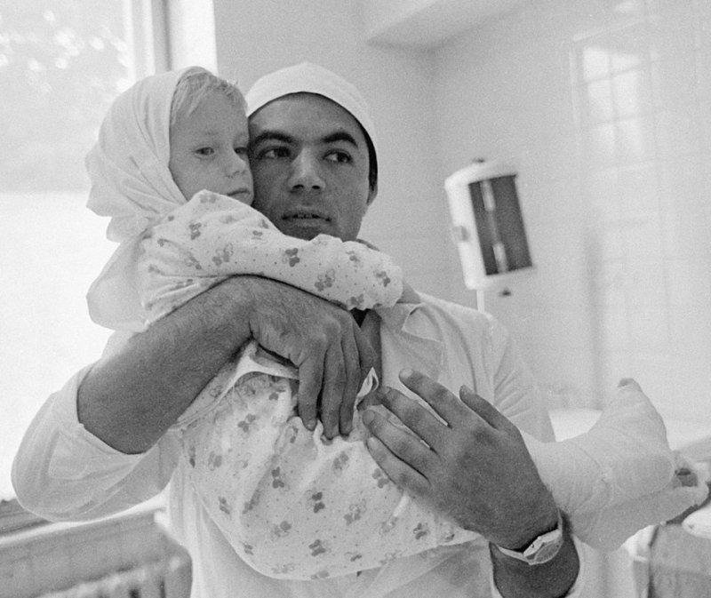 Невероятная история спасения 3-х летней девочки! (6 фото)
