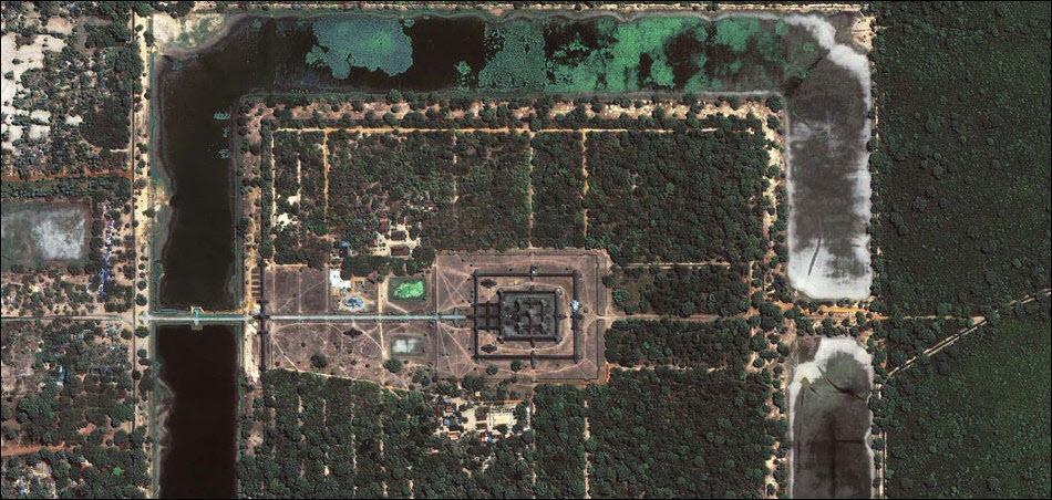 13. Ангкор Вот, Камбоджа. Фото (С) GeoEye/Satellite image courtesy of GeoEye