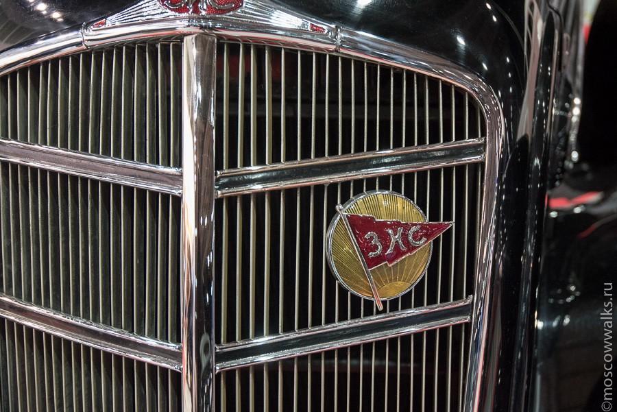 С ростом партийного аппарата рос и автопарк, появились легендарные ЗИСы (завод имени Сталина).