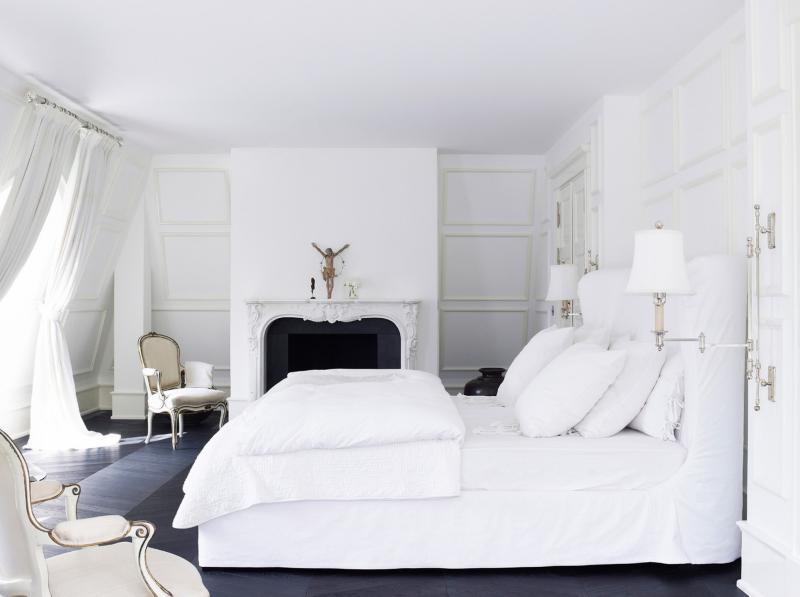 Дизайн интерьера спальни в светлых оттенках фото 3