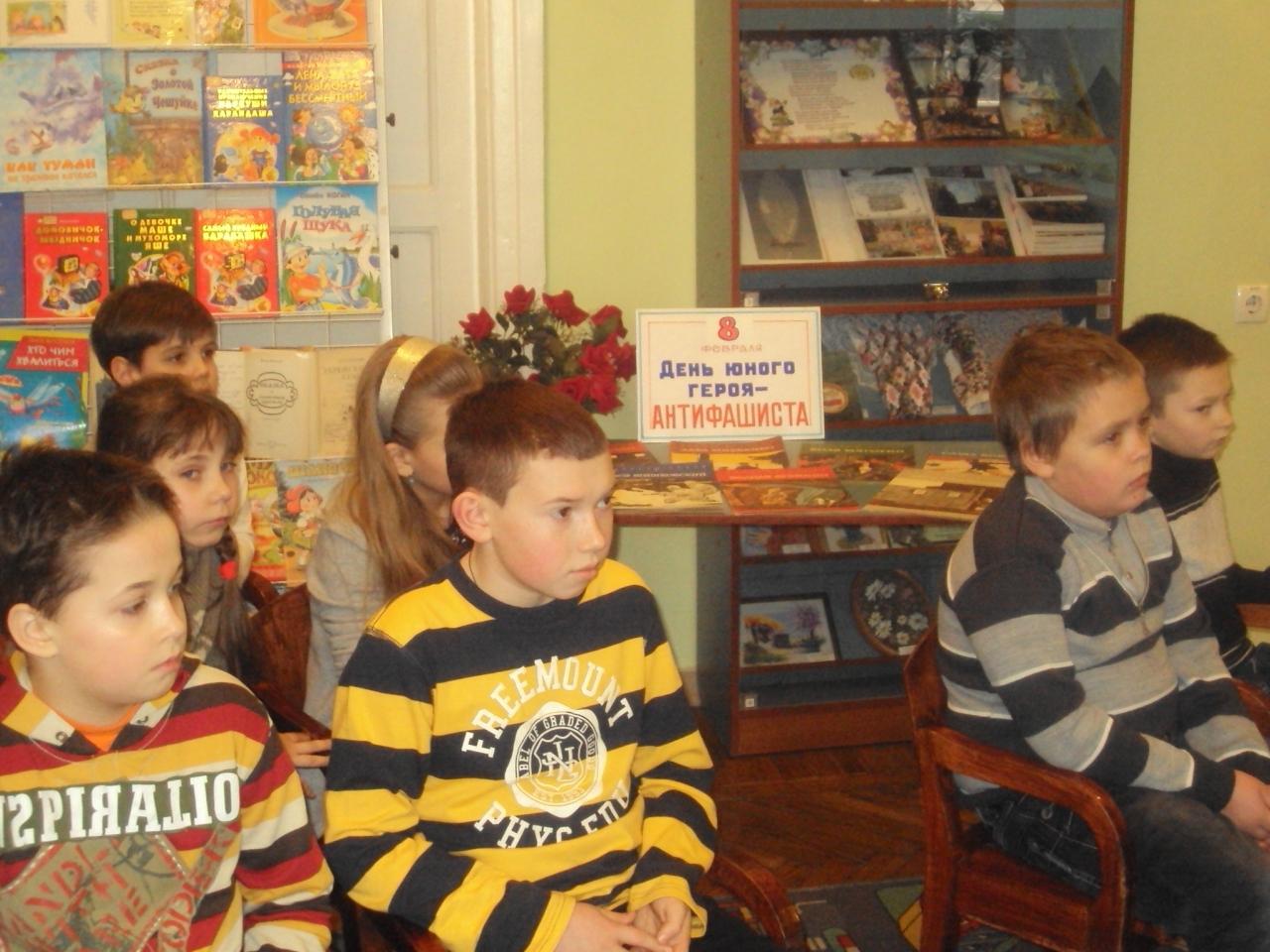 памяти юных героев-антифашистов, донецкая республиканская библиотека для детей, отдел обслуживания дошкольников и учащихся 1-4 классов, патриотическое воспитание детей, дети-герои