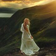 Девушка на горах
