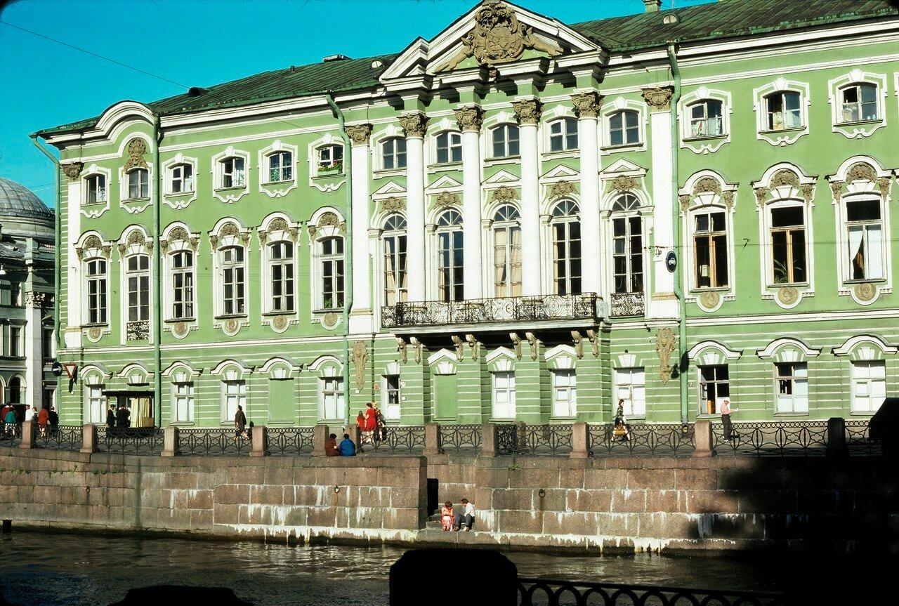 Дворец в стиле барокко на Невском проспекте