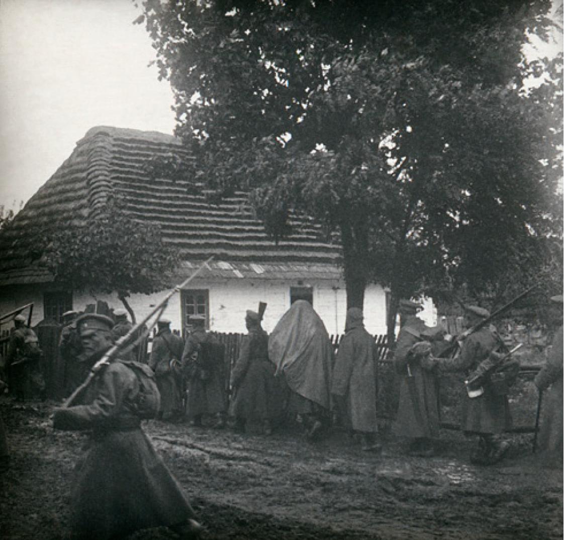 07. 1914. Военнослужащие полка на марше. Галиция.png