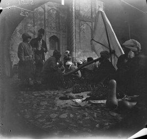 14 ноября. Самарканд. Декоративные тыквы возле медресе Шердора на площади Регистана