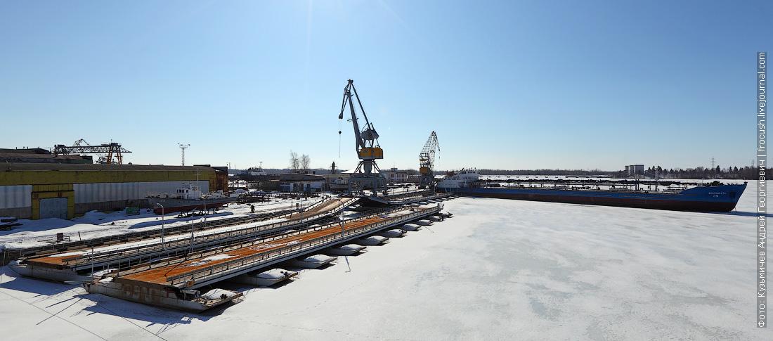 понтонный мост и танкер Волгонефть-39