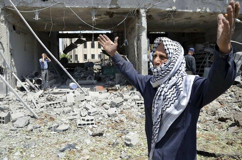 Фотографии разрушенных домов в Сирии после ракетного удара