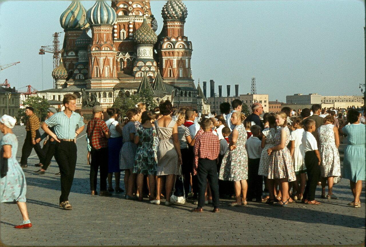 Ведение детских праздников Площадь 60-летия СССР костюм осени на детский праздник фото