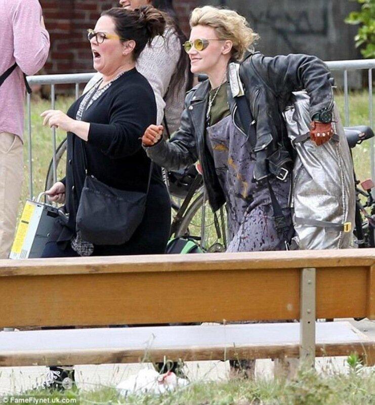 Костюмы главных героинь новых «Охотников за привидениями» и фотографии со съемок «женского» ремейка